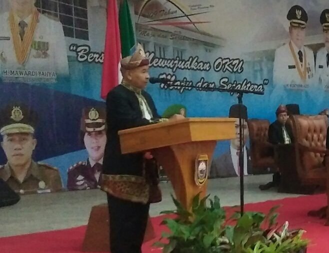 Bupati OKU Drs H Kuryana Azis saat memberikan kata sambutan