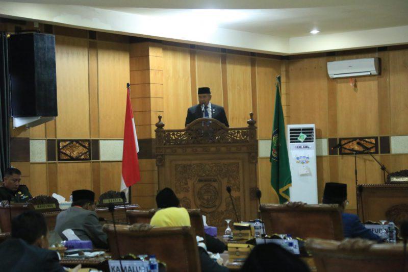 Bupati Kabupaten Ogan Komering Ulu saat berikan kata sambutan di pelantikan ketua dan wakil ketua DPRD OKU