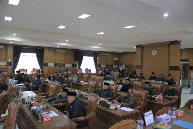Suasana saat Rapat Paripurna Ke XI masa Persidangan Ke-2 Tahun Sidang 2020. Pembasahan LKPJ