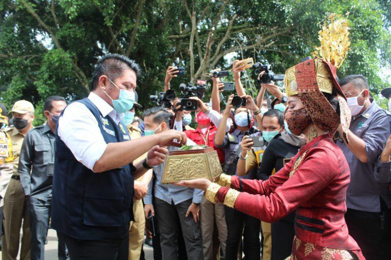Saat menyambut Gubernur Sumatera Selatan Drs.H.Herman Deru SH.MM.