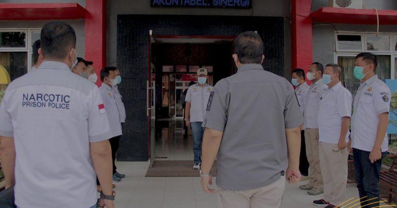 Kepala Divisi Pemasyarakatan Kantor Wilayah Kementerian Hukum dan HAM Sumatera Selatan Dadi Mulyadi beserta jajaran saat berkunjungi ke Lembaga Pemasyarakatan (Lapas) Narkotika Kelas IIB Banyuasin.